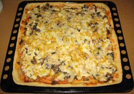 Пицца с куриным фаршем и грибами